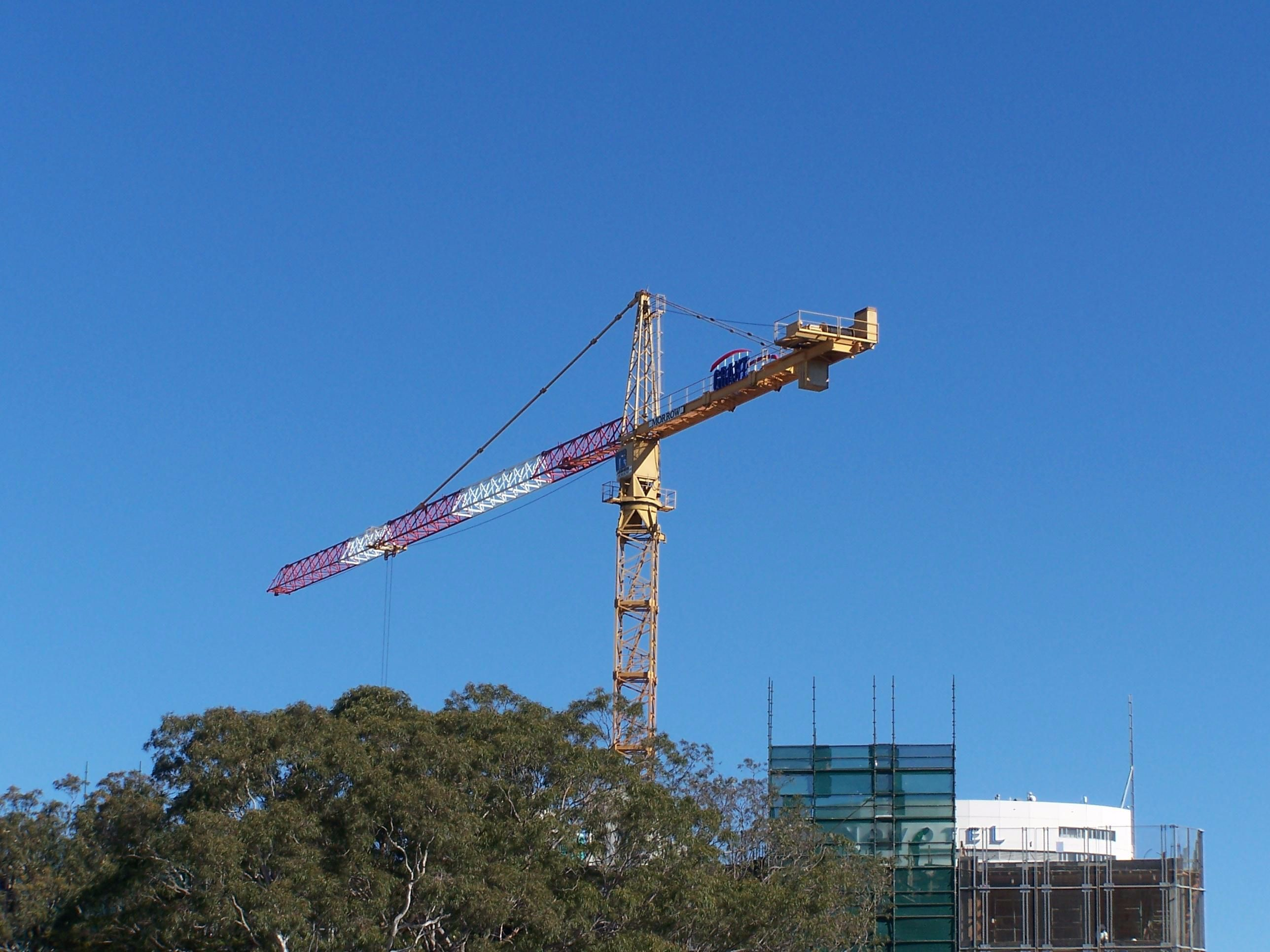 crane-in-construction